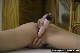 Vidéo de masturbation masculine en solo avec éjaculation.