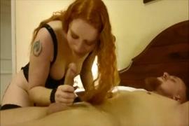 Une femme amateur sexy me fait une pipe incroyable.