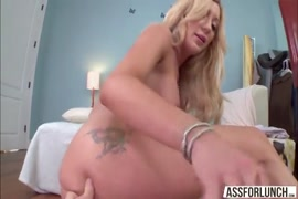 La star du porno riley baise à fond devant la caméra.